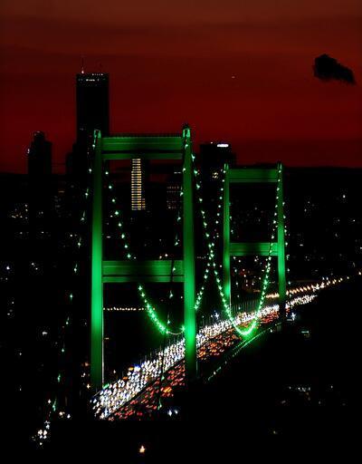 """İstanbul """"serebral palsi"""" için yeşile büründü"""
