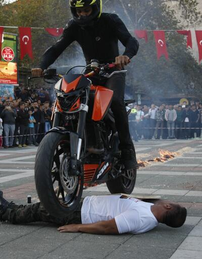 Bursa'daki tehlikeli gösteri yürekleri ağızlara getirdi