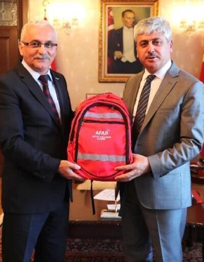 Vali Doğan'a afet ve acil durum çantası tanıtımı yapıldı