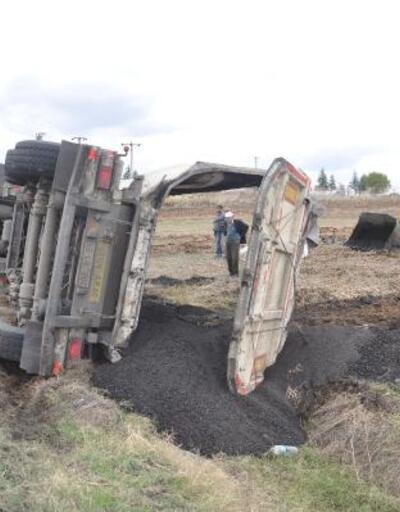 Tekirdağ'da kömür yüklü TIR devrildi: 1 yaralı