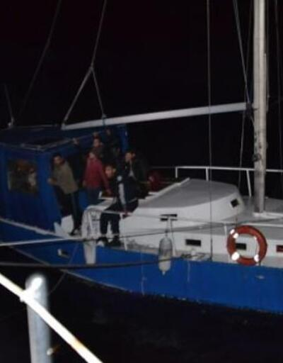 Yelkenli teknede 52 göçmen ile 1 organizatör yakalandı