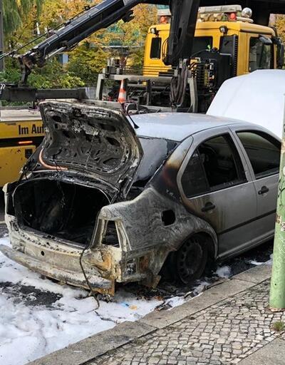 Türkiye'nin Berlin Büyükelçiliği'ne ait diplomatik plakalı araç kundaklandı