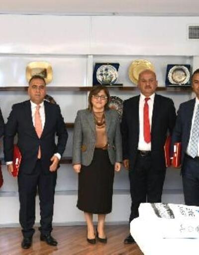 Türkiye Belediyeler Birliği'nden Altınözü'ne arazöz