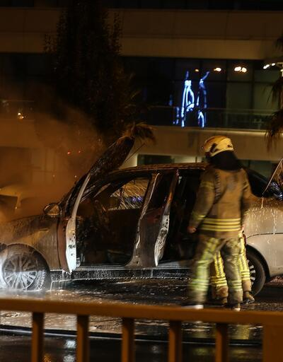 Seyir halindeki araç cayır cayır yandı