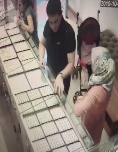 Kuyumcuda müşterinin cüzdanını çaldılar