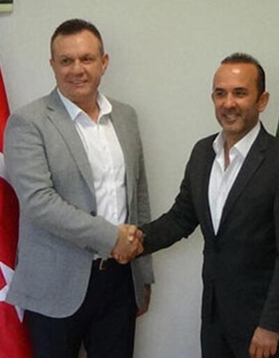 Mehmet Özdilek resmen Denizlispor'da