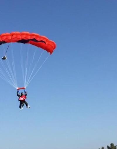 4 bin metreden protez bacağıyla atladı
