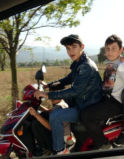 4 çocuğun tehlikeli sürüşü yürekleri ağza getirdi