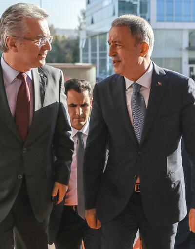 Bakan Akar, Kemal Kılıçdaroğlu'nu ziyaret etti