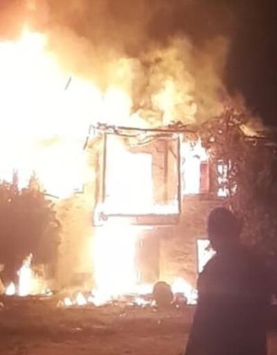 İzmir'de tarihi ahşap bina yangını