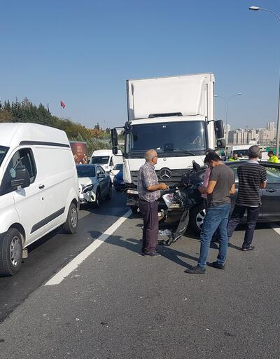 Esenyurt TEM Otoyolu'ndaki kaza trafiğe neden oldu