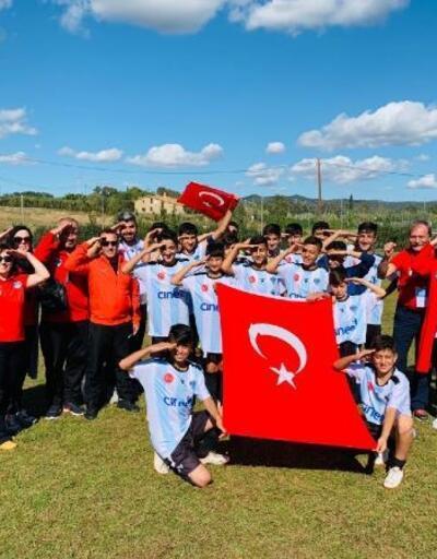 Barselona'da Şırnaklı çocuklardan Barış Pınarı'na asker selamı