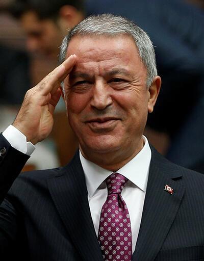 Bakan Hulusi Akar asker selamıyla karşılık verdi