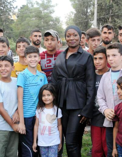 Dünyaca ünlü sanatçı Della Miles'ten Mehmetçiğe destek