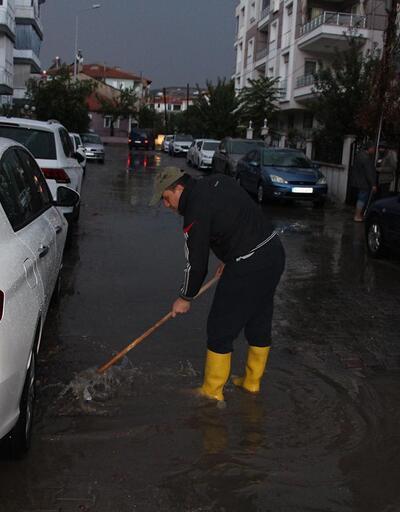 Sağanak yağış Manisa'da hayatı olumsuz etkiledi