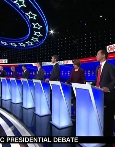 Demokrat adaylar Trump'ı topa tuttu