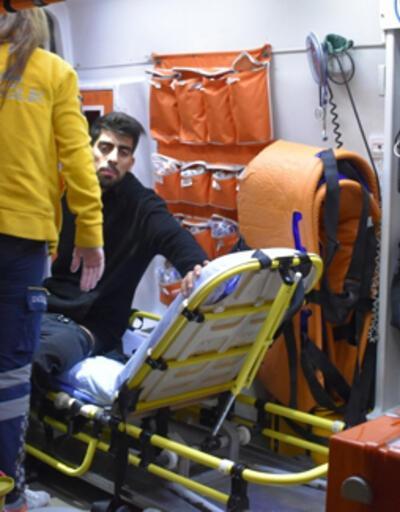 Cebinde taşıdığı bıçak bacağına saplandı