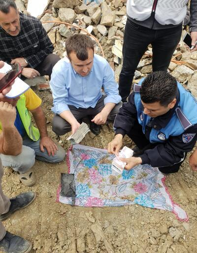 Kağıthane'de enkaz altında ziynet eşyaları bulundu