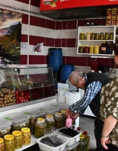 Çorlulu turşucudan Mehmetçik için bağış