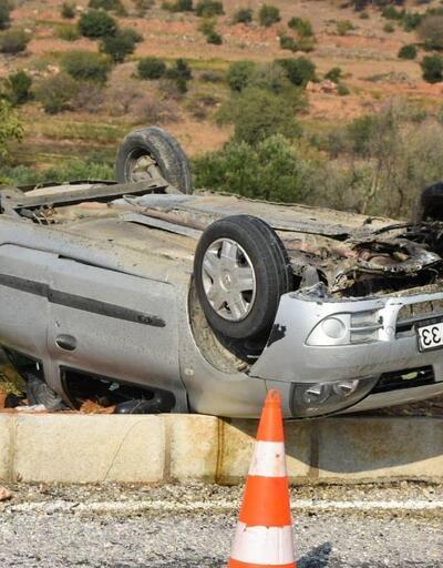 Otomobil refüje çarpıp takla attı, aynı aileden 4 kişi yaralandı