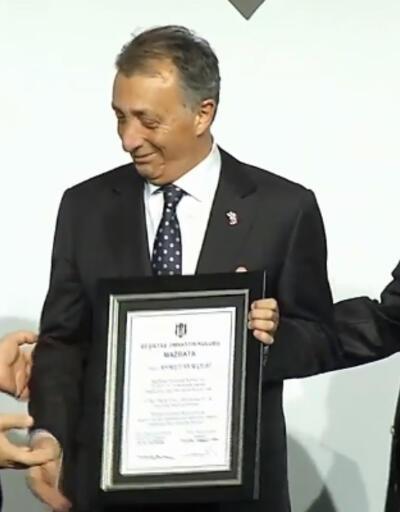 Beşiktaş'ta Ahmet Nur Çebi mazbatasını aldı
