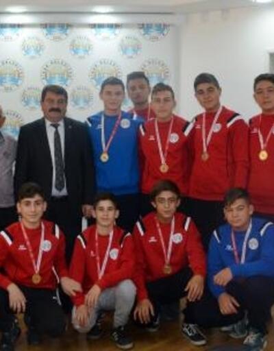 Şampiyonlardan Başkan Sarı'ya ziyaret