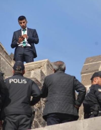 Kalede intihara kalkışan kişiyi polis ikna etti