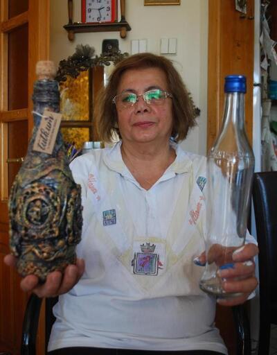 Çöpe atılan cam şişeleri sanata dönüştürüyor