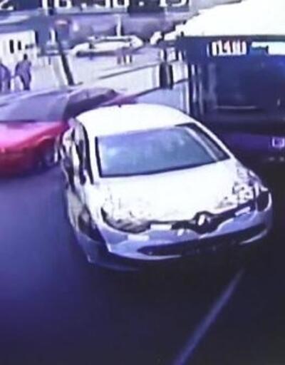 Esenyurt'ta 2 otobüsün de karıştığı zincirleme kaza kamerada
