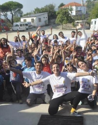 Eskişehir'den gelen üniversitelilerden Milas'taki köy okuluna sevgi eli