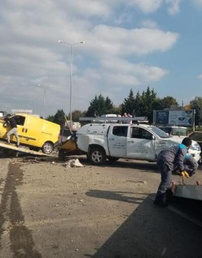 Hafif ticari araç ile kamyonet çarpıştı: 6 yaralı