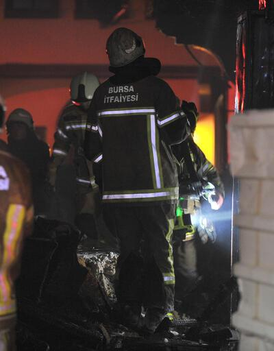 Apartmanda çıkan yangın, otele sıçrayınca müşteriler panik yaşadı