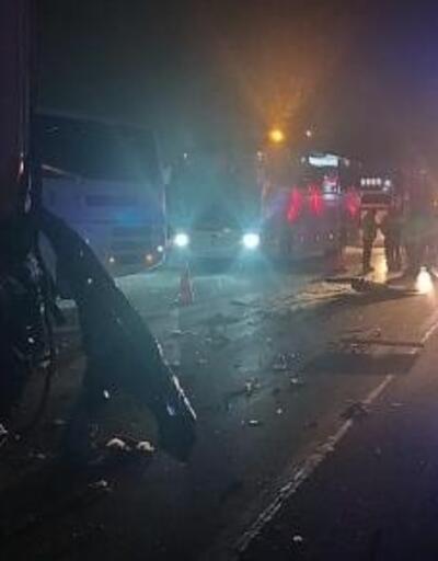 Minibüs TIR'a çarptı: 1 ölü, 1 yaralı