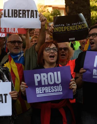 350 bin kişi katıldı! Katalonya'da gösteriler sürüyor