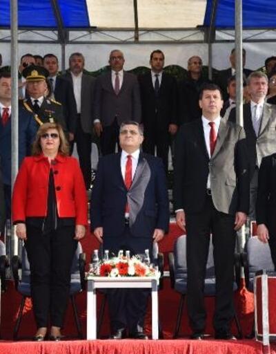Kadıköy'de klasik arabalar resmi gecit törenine katıldı