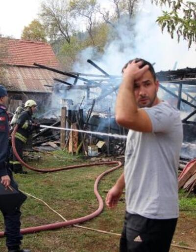 Bolu'da, odunluk ve ahır yandı