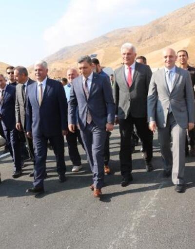 Hasankeyf'te 54 yıllık yol kapandı, yenisi kısmen açıldı