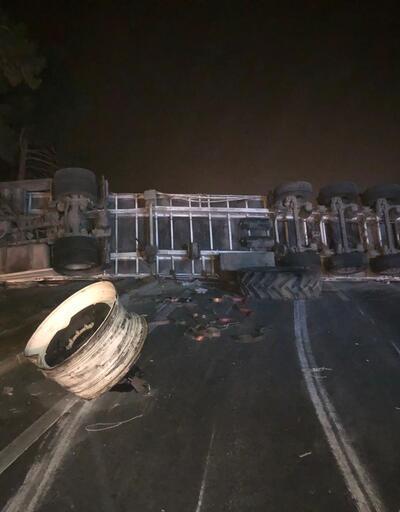 Bursa-Balıkesir Karayolu'nda TIR devrildi