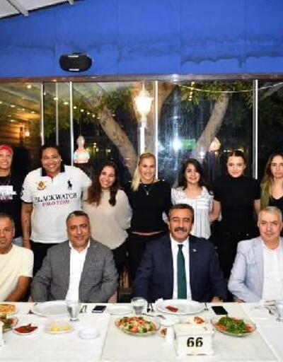 Başkan Çetin'den kadın basketbolculara moral yemeği
