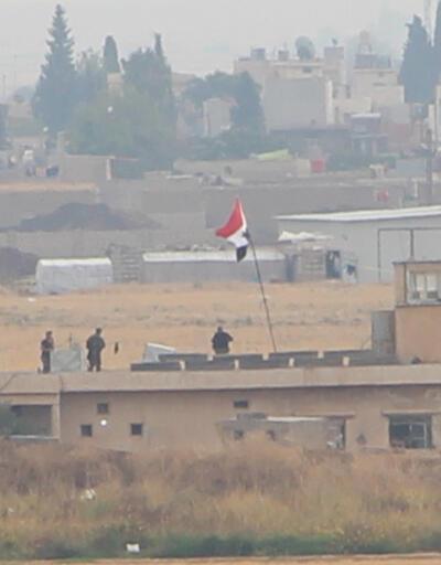 Kamışlı'da Suriye bayrağı asıldı