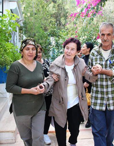 Fatma Girik annesini görünce gözyaşlarını tutamadı