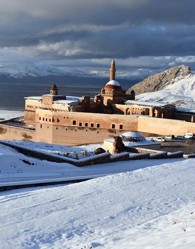 İshak Paşa Sarayı beyaza büründü