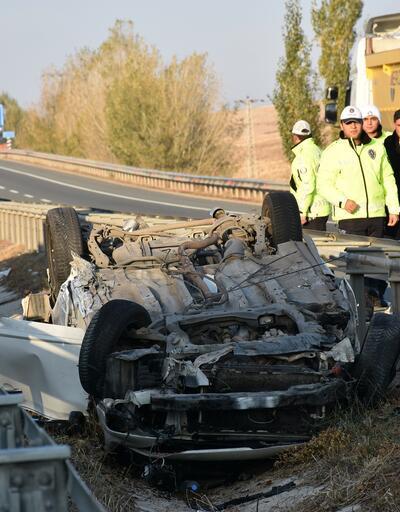 TIR'a çarpan otomobil 70 metre sürüklendi: 1 ölü, 5 yaralı