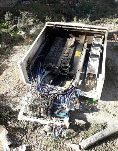 Kaçak tüketimiönleyen elektrik panolarını önce kırdılar sonra da yaktılar