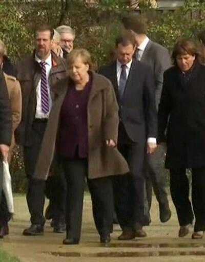 Merkel kurbanlar için yapılan anıta gitti