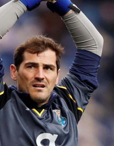 Iker Casillas 6 ay sonra sahalara döndü