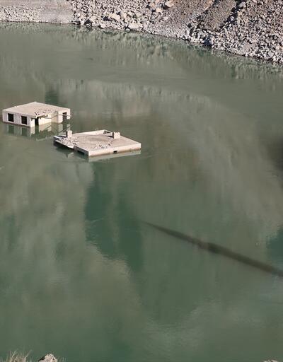 Baraj altında kalan köy su seviyesi düşünce yeniden ortaya çıktı