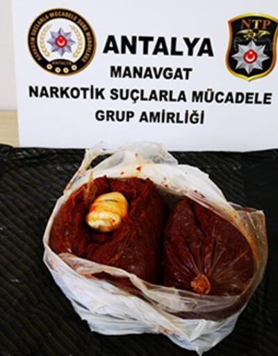 Antalya'da salça poşetine gizlenmiş esrar ele geçirildi