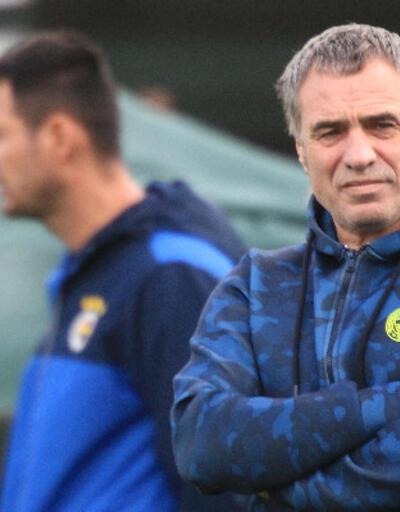 Fenerbahçe'de iki futbolcuyla yollar ayrılıyor
