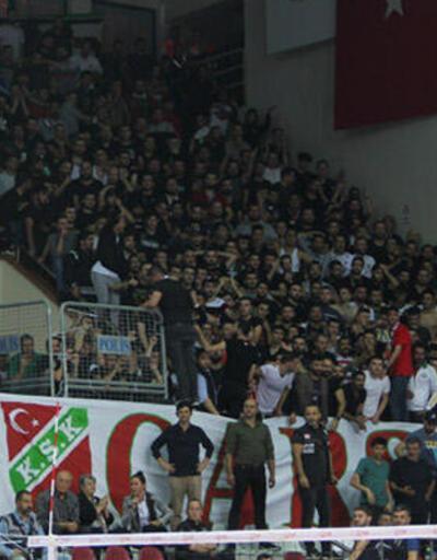 Voleybolda olaylı İzmir derbisi